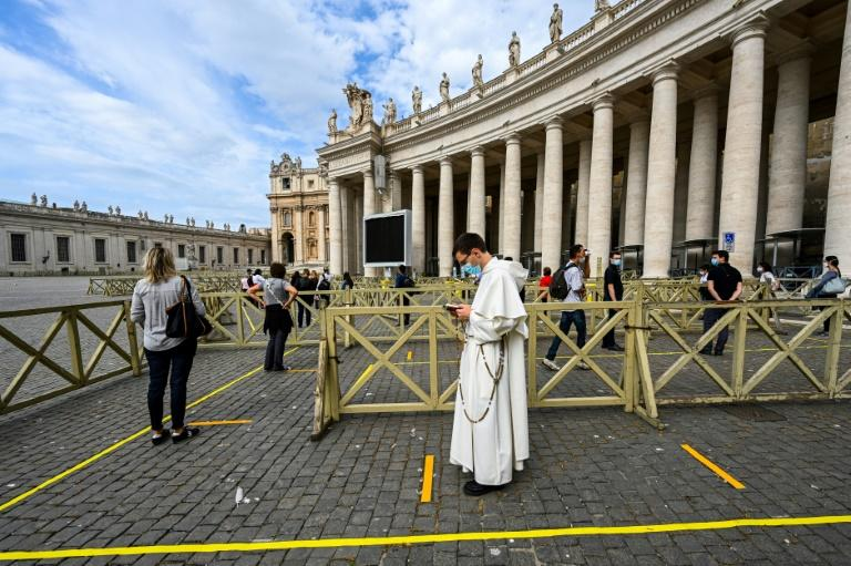St. Peter's Basilica in Vatican City was one of the major religous sites to reopen (AFP Photo/Vincenzo PINTO                      )