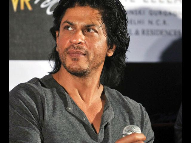 <b>7. Shah Rukh Khan</b><br>Can the King of Bollywood ever go wrong with his style? We think with his irresistible dimples, charismatic personality and blunt yet super trendy attire, SRK deserves to be in this list.