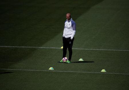 Football Soccer- Real Madrid training - Valdebebas training grounds, Madrid, Spain - 22/04/17 Real Madrid's coach Zinedine Zidane attends training session. REUTERS/Sergio Perez