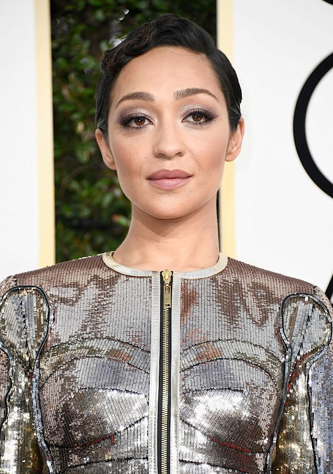 <p>Actress Ruth Negga sizzled with smoky lilac eyes and sprinkles of shimmer. Plus, we can't get enough of her wavy pixie. (Photo by Frazer Harrison/Getty Images) </p>