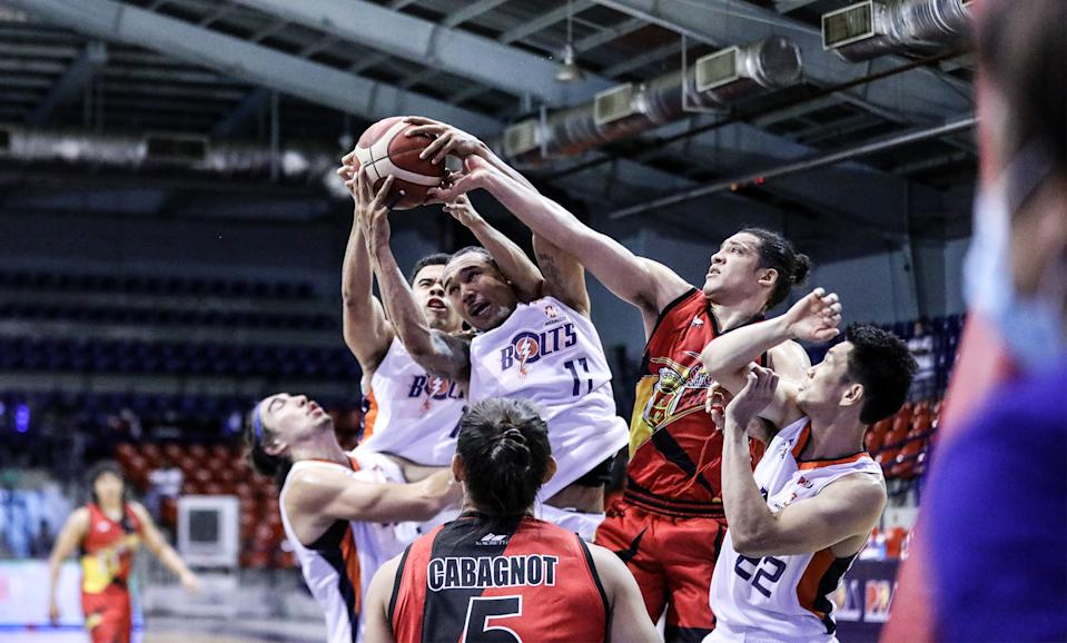 Meralco Bolts defeat San Miguel in PBA Philippine Cup. (Photo: PBA)