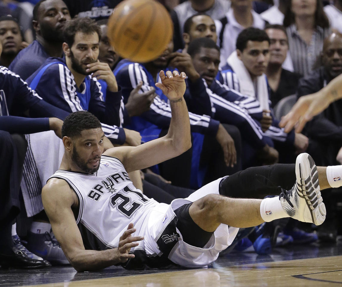 San Antonio Spurs' Tim Duncan (21) chases a loose ball during the first half of Game 7 of the opening-round NBA basketball playoff series against the Dallas Mavericks, Sunday, May 4, 2014, in San Antonio. (AP Photo/Eric Gay)