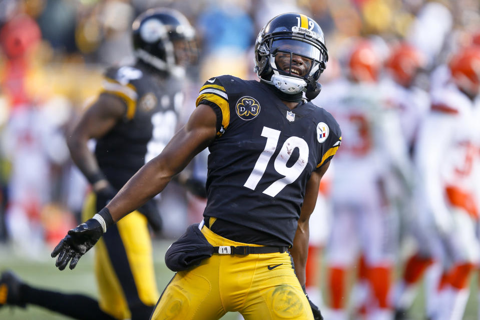 """It's hard to take your eyes off <a class=""""link rapid-noclick-resp"""" href=""""/nfl/players/30175/"""" data-ylk=""""slk:JuJu Smith-Schuster"""">JuJu Smith-Schuster</a> on the field, but how well can fans spot him off it? (AP Photo)"""