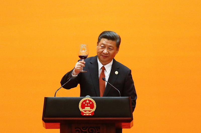 Chinese President Xi Jinping makes a toast at the beginning of the welcoming banquet at the Great Hall of the People during the first day of the Belt and Road Forum in Beijing, China, May 14, 2017. REUTERS/Damir Sagolj TPX IMAGES OF THE DAY