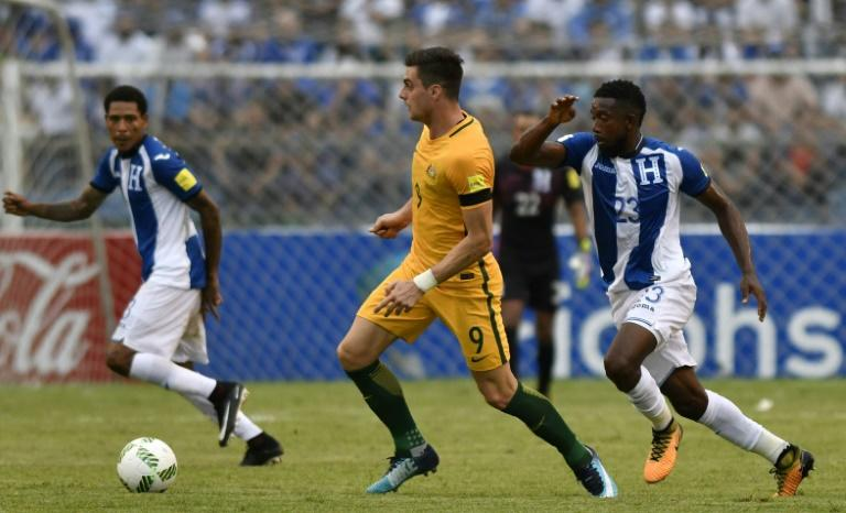 Australia's Tomi Juric (C) is marked by Honduras' Johnny Palacios during their FIFA 2018 World Cup qualifying play-off first leg match, in San Pedro Sula, Honduras, on November 10, 2017