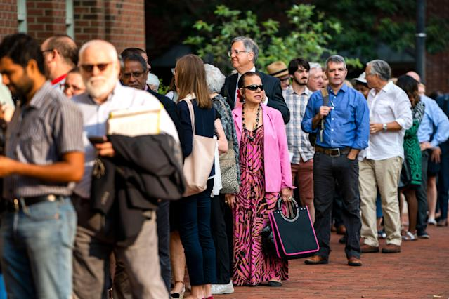<p>Journalists and members of the public wait to enter the US District Court for the second week of testimony in the trial of Donald Trump's former campaign chairman Paul Manafort in Alexandria, Va., Aug. 7, 2018. (Photo: Jim Lo Scalzo/EPA-EFE/REX/Shutterstock) </p>