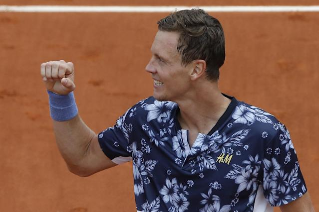 Tomas Berdych of the Czech Republic clenches his fist after winning the first round match of the French Open tennis tournament against Canada's Peter Polansky at the Roland Garros stadium, in Paris, France, Sunday, May 25, 2014. (AP Photo/Michel Spingler)
