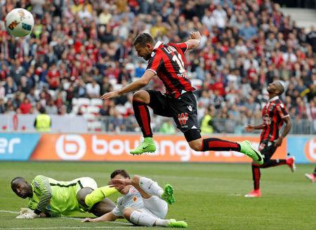 Football Soccer - Nice v Nancy - French Ligue 1 - Allianz Riviera Stadium, Nice, France 15/04/2017 - Nice's Mickael Le Bihan in action with Nancy's goalkeeper Guy Roland Ndy Assembe. REUTERS/Eric Gaillard