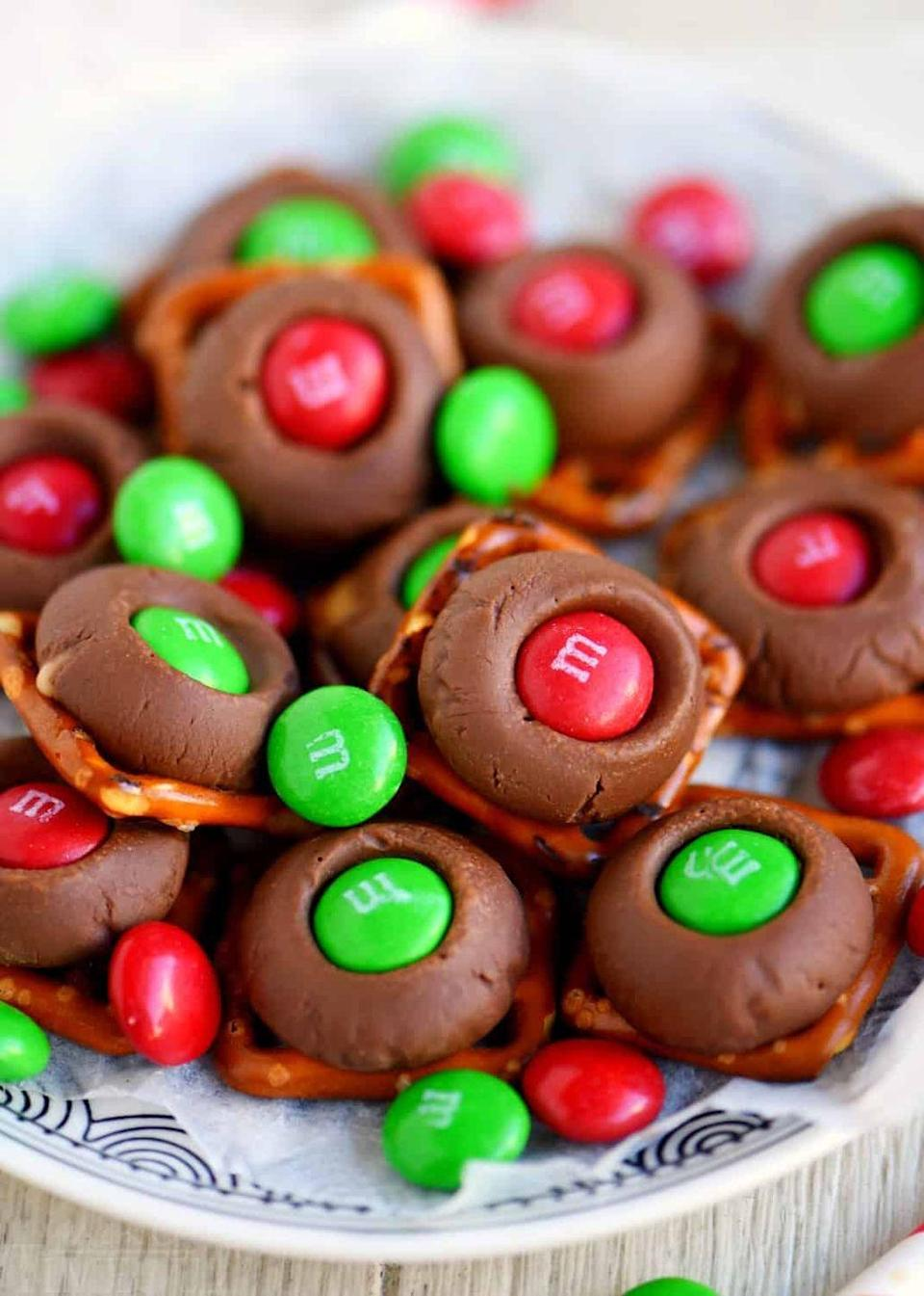 """<p>This three-ingredient treat is ready to be eaten in just five minutes.</p><p><strong>Get the recipe at <a href=""""https://www.momontimeout.com/rolo-pretzel-buttons-just-3-ingredients/"""" rel=""""nofollow noopener"""" target=""""_blank"""" data-ylk=""""slk:Mom on Timeout"""" class=""""link rapid-noclick-resp"""">Mom on Timeout</a>.</strong> </p>"""