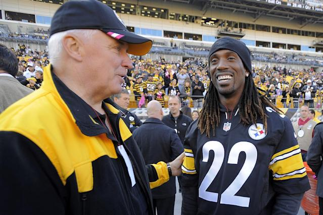 Pennsylvania Gov. Tom Corbett, left, and Pittsburgh Pirates baseball player Andrew McCutchen, wearing a Pittsburgh Steelers jersey with his number on it, stand on the sideline before an NFL football game between the Steelers and the Baltimore Ravens on Sunday, Oct. 20, 2013, in Pittsburgh. (AP Photo/Don Wright)