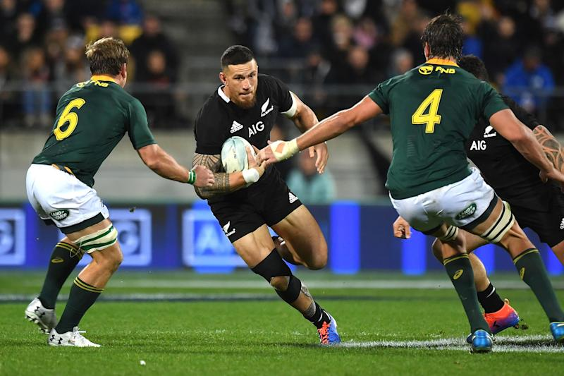 New Zealand's Sonny Bill Williams (C) tries to evade a tackle from South Africa's Kwagga Smith (L) and Eben Etzebeth during the Rugby Championship match between New Zealand and South Africa at Westpac Stadium in Wellington on July 27, 2019. (Photo by Marty MELVILLE / AFP) (Photo credit should read MARTY MELVILLE/AFP/Getty Images)