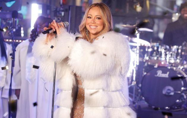 Mariah Carey made a simple request while performing at Dick Clark's New Year's Rockin' Eve with Ryan Seacrest this year - a hot cup of tea. Source: Getty