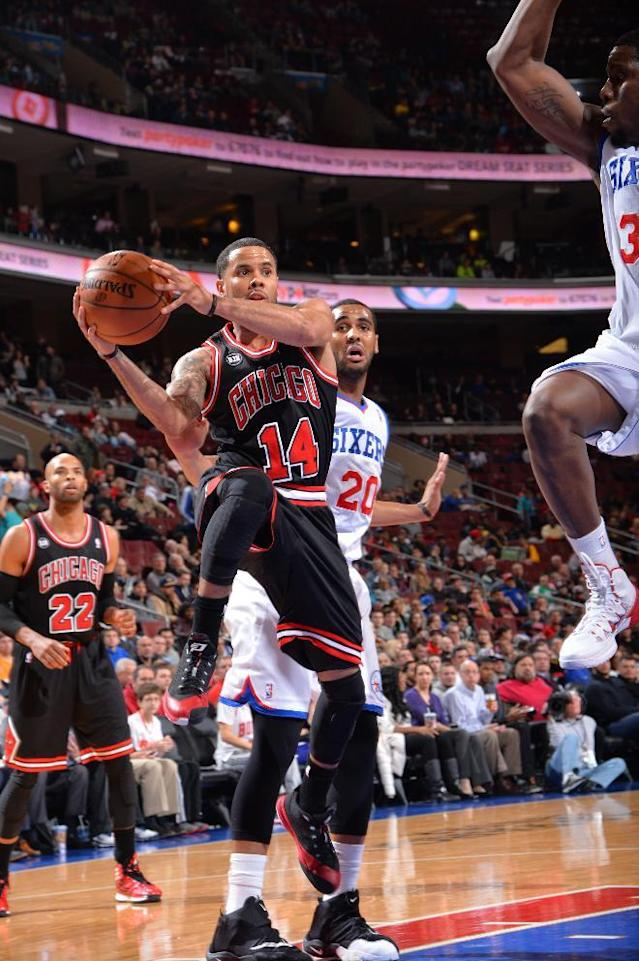 PHILADELPHIA, PA - MARCH 19: D.J. Augustin #14 of the Chicago Bulls looks to pass the ball against the Philadelphia 76ers at the Wells Fargo Center on March 19, 2014 in Philadelphia, Pennsylvania. (Photo by Jesse D. Garrabrant/NBAE via Getty Images)