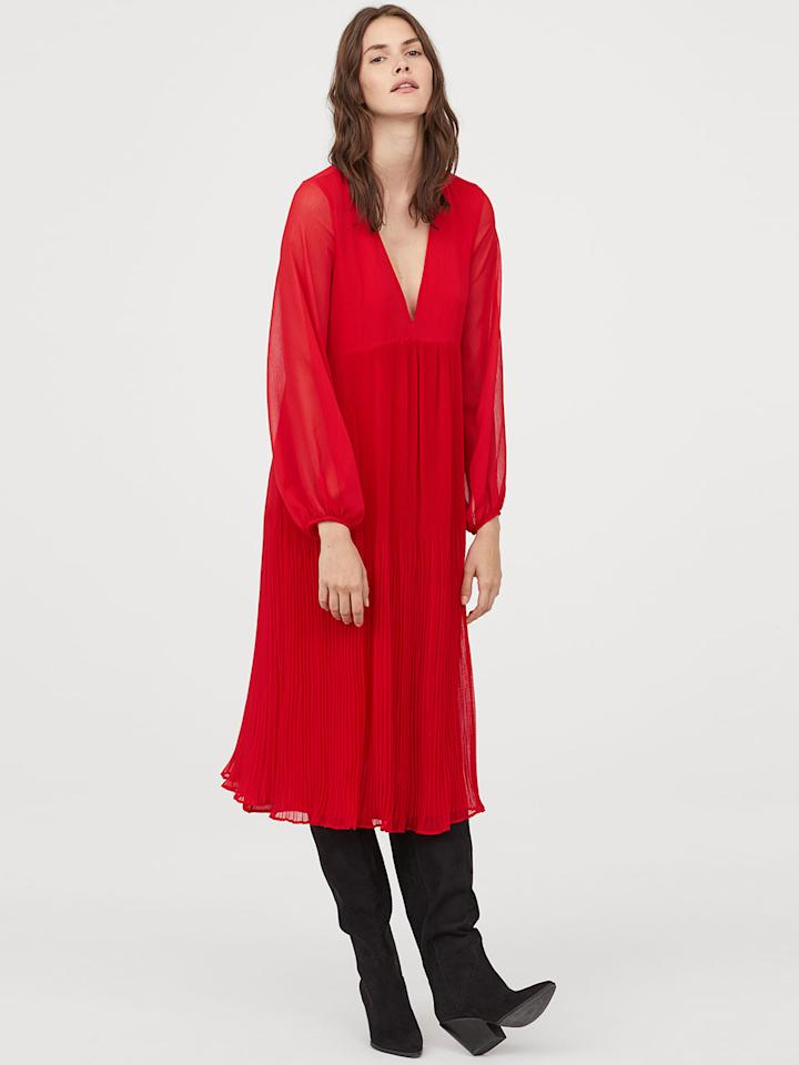 "<a href=""https://fave.co/2ZP56WX"">BUY HERE</a> Red solid wide chiffon dress from H&M, for Rs. 5,499, from Myntra"