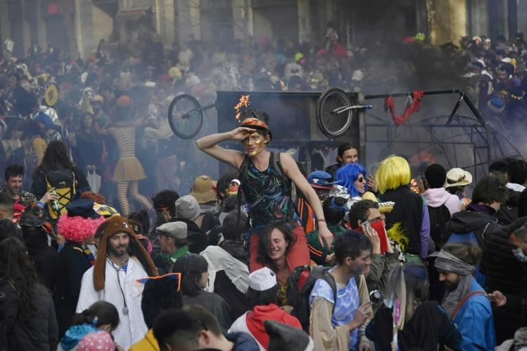 Around 6,500 people took part in a carnival parade in Marseille, flouting the latest rules imposed by the government's to limit the spread of the virus
