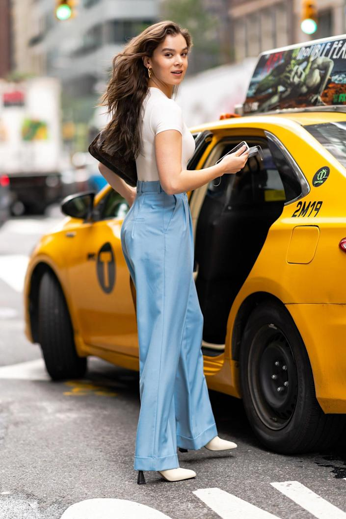 <p>Hailee Steinfeld serves up looks on Sept. 8 while grabbing a taxi in N.Y.C.</p>