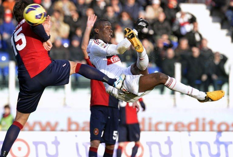 AC Milan's Mario Balotelli (R) kicks the ball past Cagliari's Luca Rossettini (L) in Cagliari on February 10, 2013
