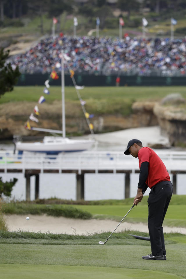 Tiger Woods hits a chip shot on the fourth hole during the final round of the U.S. Open Championship golf tournament Sunday, June 16, 2019, in Pebble Beach, Calif. (AP Photo/Marcio Jose Sanchez)