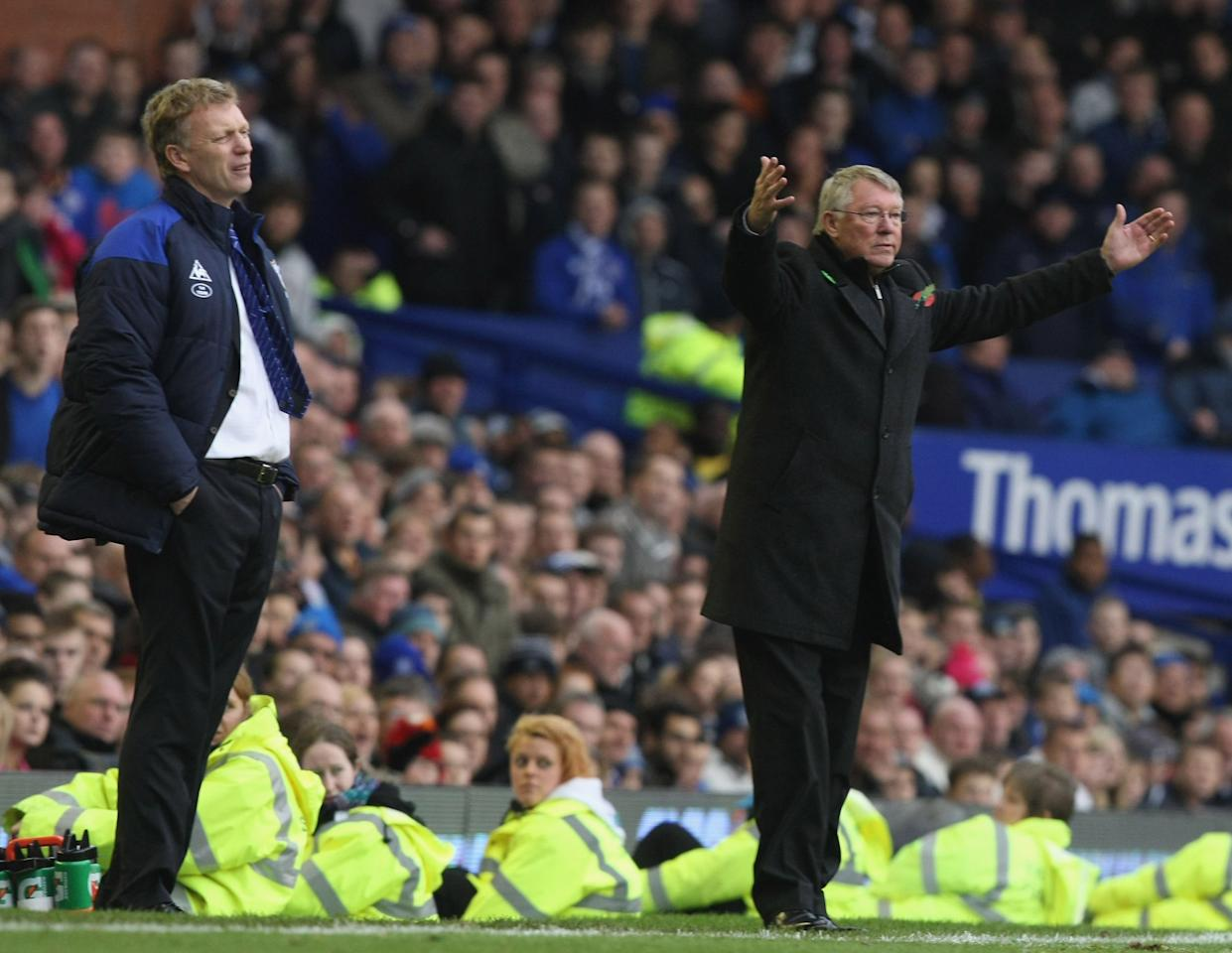 LIVERPOOL, ENGLAND - OCTOBER 29:  Sir Alex Ferguson (R) of Manchester United and David Moyes of Everton watch from the touchline during the Barclays Premier League match between Everton and Manchester United at Goodison Park on October 29, 2011 in Liverpool, England.  (Photo by Matthew Peters/Man Utd via Getty Images)