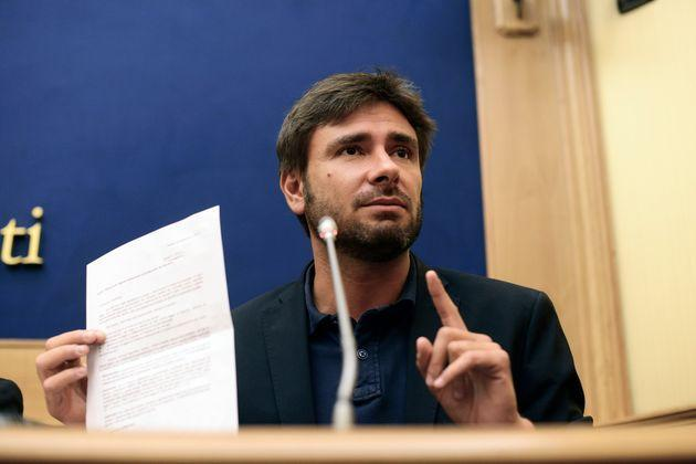 ROME, ITALY - SEPTEMBER 15: Alessandro Di Battista during the Press conference of the 5 Stars Movement on initiatives with regard to the privileged pension of parliamentarians in which they sign the renunciation of the privilege, on September 15, 2017 in Rome, Italy. (Photo by Simona Granati - Corbis/Corbis via Getty Images) (Photo: Simona Granati - Corbis via Corbis via Getty Images)