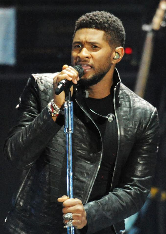 "Usher performs at the ""A Decade of Difference"" concert on October 15, 2011, at the Hollywood Bowl, Los Angeles. <br><br>(Photo by Stephanie Cabral/Yahoo!)<br><br><a href=""http://news.yahoo.com/blogs/the-difference/clinton-concert-video-watch-usher-perform-164543003.html"">Watch Usher's entire performance</a>"