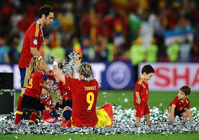 KIEV, UKRAINE - JULY 01: Fernando Torres and Juanfran of Spain play in the confetti the players' children during the UEFA EURO 2012 final match between Spain and Italy at the Olympic Stadium on July 1, 2012 in Kiev, Ukraine. (Photo by Laurence Griffiths/Getty Images)