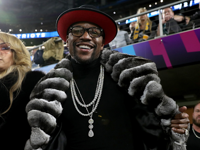 Floyd Mayweather Jr. is looking to bring his trademark style to the cage. (Getty)