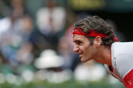 Roger Federer of Switzerland waits for a serve from Lukas Lacko of Slovakia, during their men's singles match at the French Open tennis tournament at the Roland Garros stadium in Paris May 25, 2014. REUTERS/Jean-Paul Pelissier