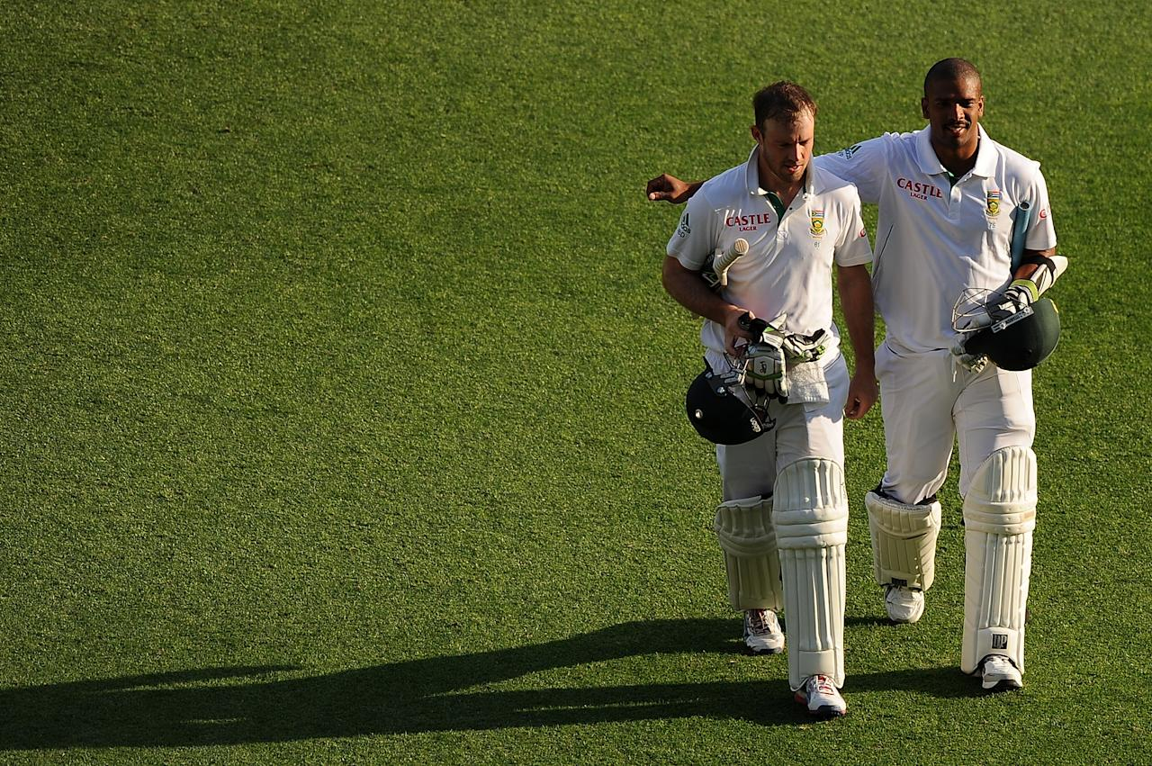 BRISBANE, AUSTRALIA - NOVEMBER 13:  Vernon Philander and AB de Villers (L) of South Africa leave the field at the end of day five of the First Test match between Australia and South Africa at The Gabba on November 13, 2012 in Brisbane, Australia.  (Photo by Matt Roberts/Getty Images)