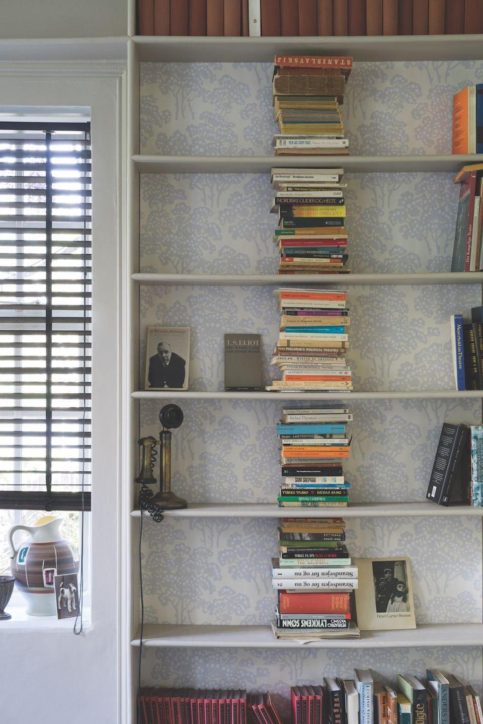 """<p>If you have wallpaper offcuts from a previous project, why not use them to put a patterned backing to a set of shelves? It looks much more interesting than plain white and means if you don't have enough books or accessories in your living room, there is always something lovely to look at. </p><p>Pictured: Hornbeam wallpaper BP5001; shelves in Pointing Estate Eggshell, both from <a href=""""https://go.redirectingat.com?id=127X1599956&url=https%3A%2F%2Fwww.farrow-ball.com%2F&sref=https%3A%2F%2Fwww.housebeautiful.com%2Fuk%2Fdecorate%2Fliving-room%2Fg35838996%2Fliving-room-wallpaper-ideas%2F"""" rel=""""nofollow noopener"""" target=""""_blank"""" data-ylk=""""slk:Farrow & Ball"""" class=""""link rapid-noclick-resp"""">Farrow & Ball</a></p>"""