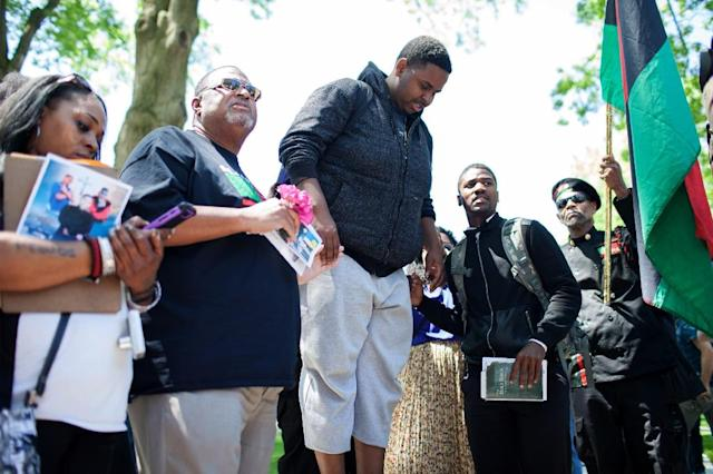 Protesters sing in front of a mock casket for Tamir Rice as people take to the streets in reaction to Cleveland police officer Michael Brelo being acquitted of manslaughter charges, on May 23, 2015 (AFP Photo/Ricky Rhodes)