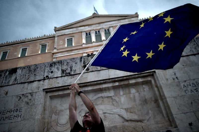 A pro-European Union protester waves an EU flag during a demonstration in front of the parliament in Athens on June 30, 2015 (AFP Photo/Aris Messinis)