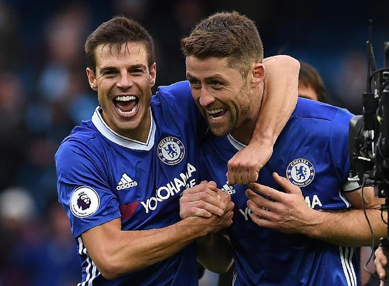 Chelsea's Cesar Azpilicueta (L) and Gary Cahill celebrate following the English Premier League football match between Manchester City and Chelsea at the Etihad Stadium in Manchester, north west England, on December 3, 2016 (AFP Photo/Paul Ellis)