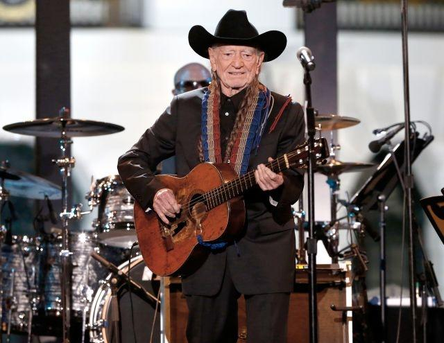 Willie Nelson to lead new Harvey benefit concert