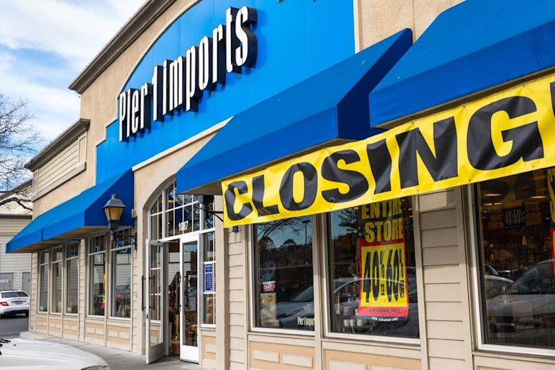 Pier 1 Imports store with closing sign