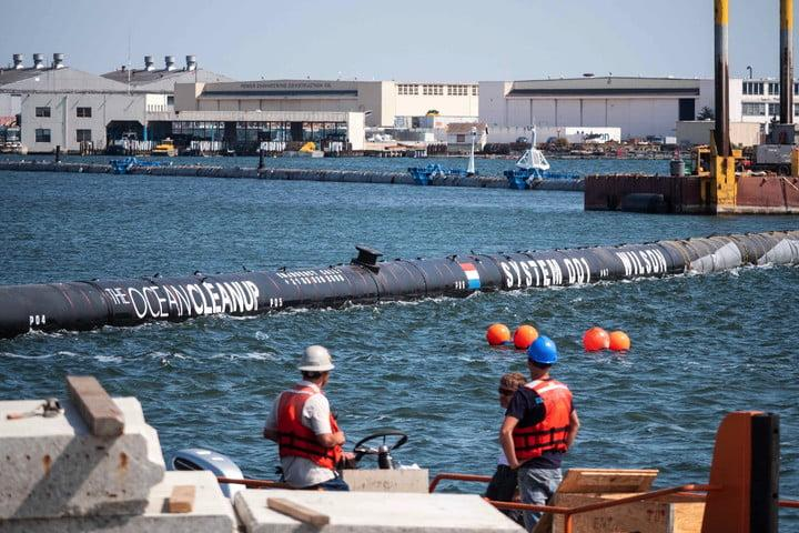 ocean cleanup livestream launch 180827 stabilizers assembly and fully launched system 38