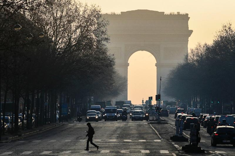 Paris sought to restrict cars on the road after the 2016 pollution crisis (AFP Photo/GEOFFROY VAN DER HASSELT)