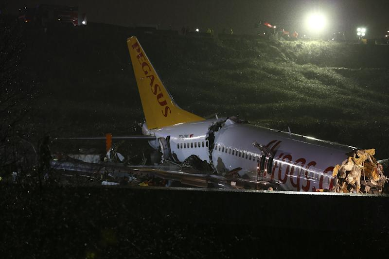 ISTANBUL, TURKEY - FEBRUARY 05: A passenger plane is seen after skidded off the runway in Istanbul Sabiha Gokcen International Airport, breaking into two, on February 05, 2020 in Istanbul, Turkey. Several firefighters and paramedics were dispatched to the area. Sabiha Gokcen Airport has been temporarily closed to air traffic. (Photo by Serhat Cagdas/Anadolu Agency via Getty Images)