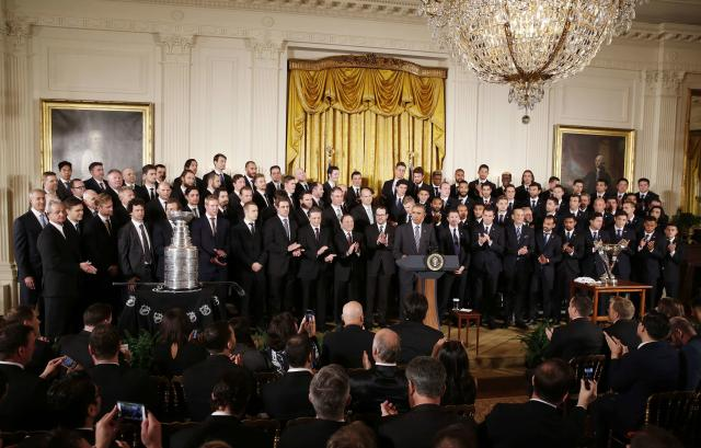 U.S. President Barack Obama hosts the 2014 NHL Stanley Cup winners Los Angeles Kings and the 2014 MLS Cup champions Los Angeles Galaxy in the East Room of the White House in Washington, February 2, 2015. REUTERS/Larry Downing (UNITED STATES - Tags: POLITICS SPORT ICE HOCKEY SOCCER)