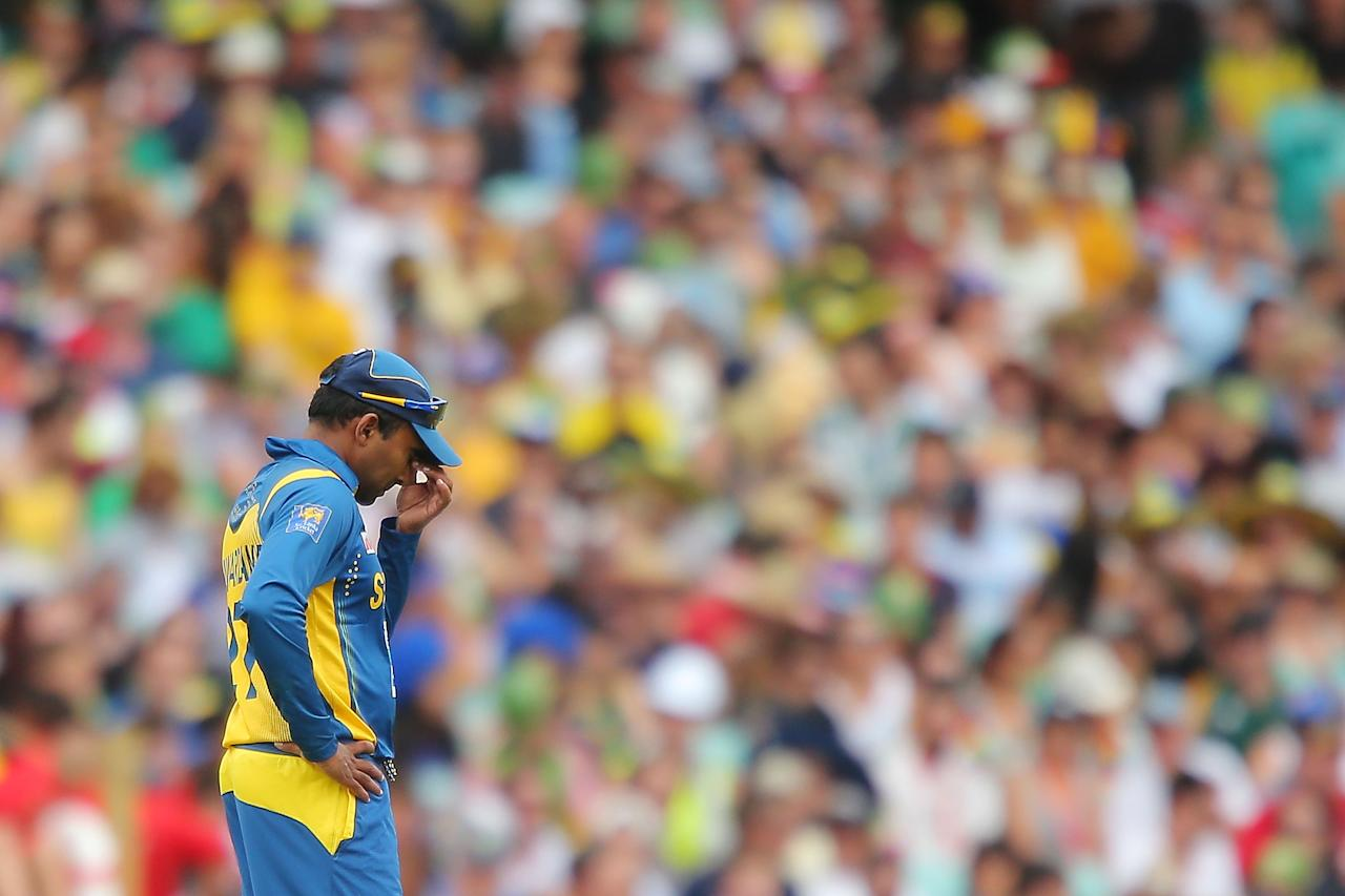 SYDNEY, AUSTRALIA - JANUARY 20:  Mahela Jayawardena of Sri Lanka looks dejected after his bowlers concede another boundry during game four of the Commonwealth Bank one day international series between Australia and Sri Lanka at Sydney Cricket Ground on January 20, 2013 in Sydney, Australia.  (Photo by Brendon Thorne/Getty Images)