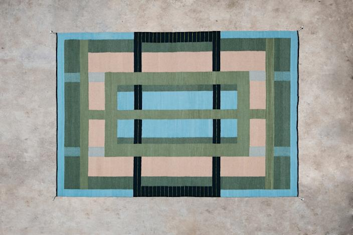 "<h1 class=""title"">Emma Gavaldon van Leeuwen Boomkamp</h1> <div class=""caption""> Anne Grey rug by Emma Gavaldon van Leeuwen Boomkamp. </div> <cite class=""credit"">Photo: Laura May Grogan</cite>"