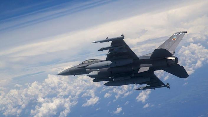 US Air Force F-16C fighter jet in flight