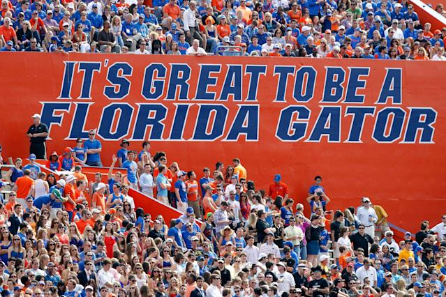 Florida assistant coach tweets out photo of banner with spelling error (Photo)