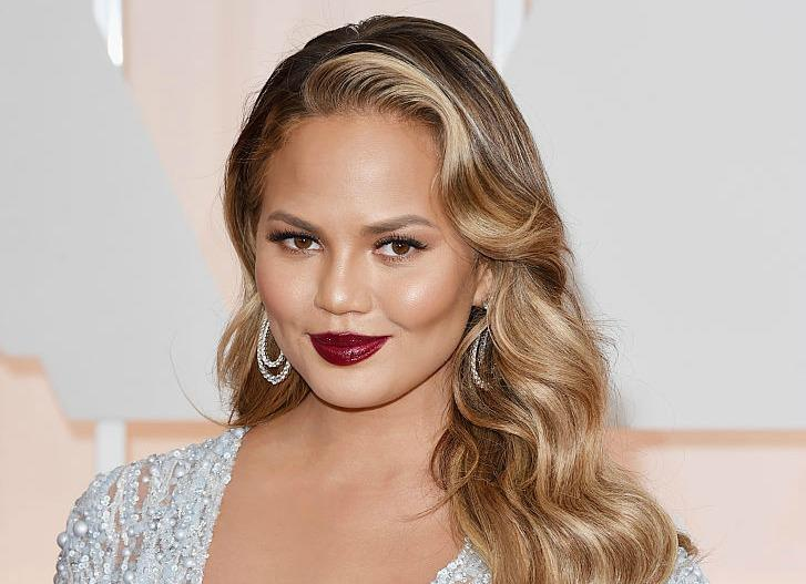 Chrissy Teigen just shut down this insane rumor like a BOSS