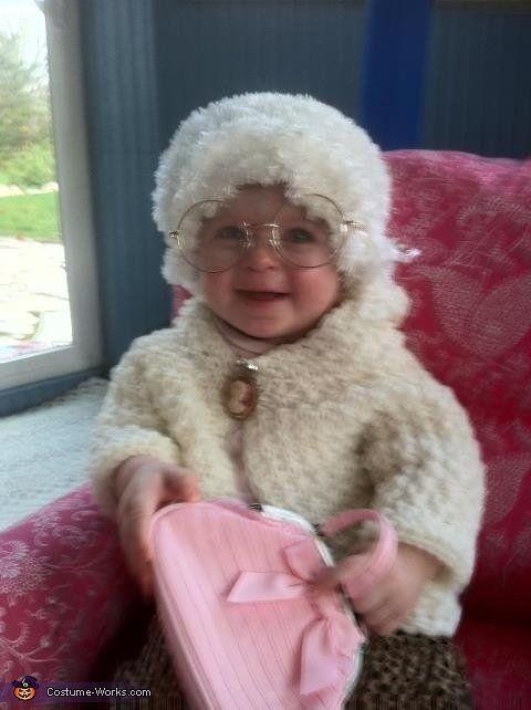 """<a href=""""http://www.costume-works.com/costumes_for_babies/golden_girl_sophia.html"""" target=""""_blank"""">vía Costume Works</a>"""