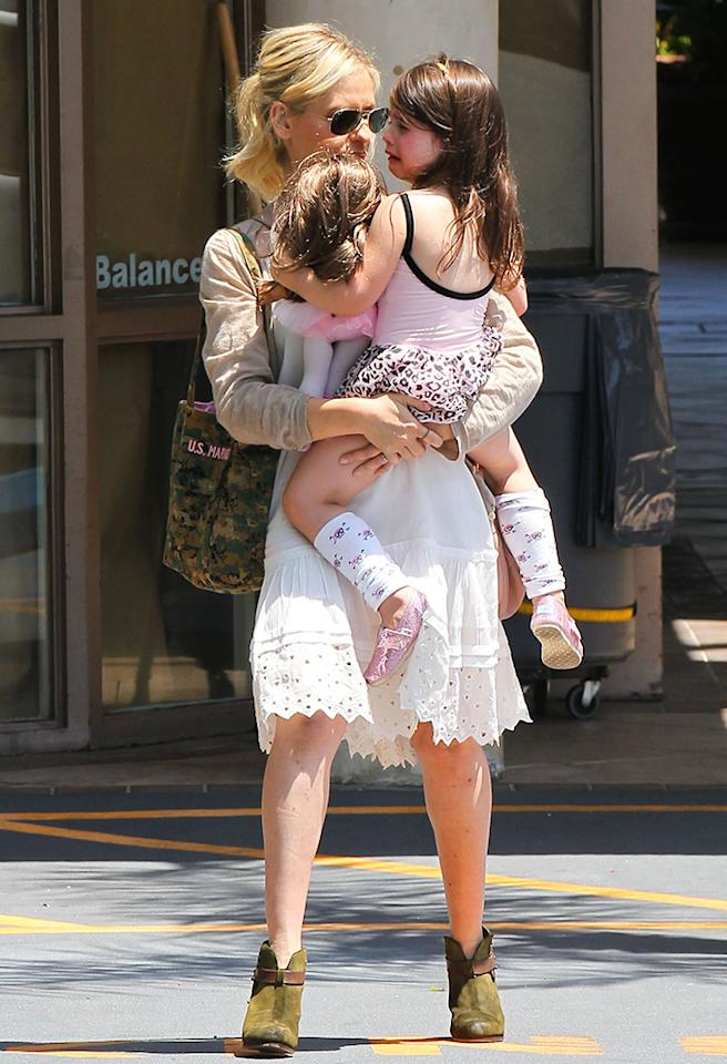Exclusive... 51131231 'The Crazy Ones' actress Sarah Michelle Gellar and her daughter Charlotte Prinze leaving her ballet class in Los Angeles, California on June 15, 2013. Charlotte seems to have had a rough day so Sarah tries to console her buy picking her up and carrying her. FameFlynet, Inc - Beverly Hills, CA, USA -  1 (818) 307-4813