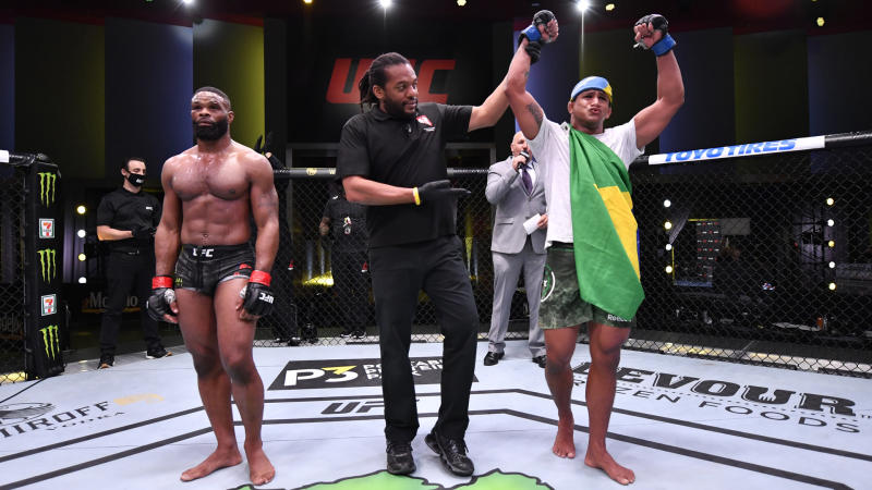 Burns dominates Woodley in unanimous-decision win