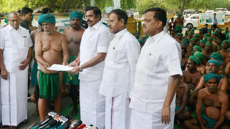 Tamil Nadu Farmers Suspend Delhi Protest After Meeting Palanisamy