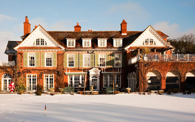 Let the surrounding Hampshire nature inspire you for Chewton Glen's Christmas Flowers Morning Workshop