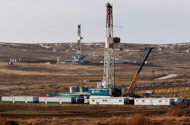 PHOTO: Drilling rigs near Highway 59 outside of Douglas, Wyo., March 5, 2013. (Leah Millis/AP, FILE)